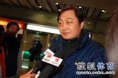 图文:中国花滑队高调返京 姚滨接受采访