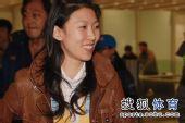 图文:中国花滑队高调返京 庞清乐不可支