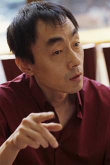 因患肺癌而与病魔做斗争的重量级演员兼话剧导演朴光正于15日晚9时许离开人世。