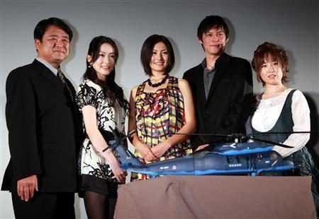 (左起)手塚昌明导演、瀬戸早妃、高山侑子、井坂俊哉、鈴木聖奈