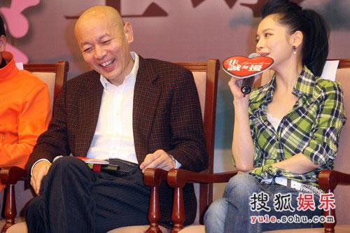 """非诚勿扰2原声_组图:《非诚勿扰》首映 葛优""""偷窥""""舒淇-搜狐娱乐"""
