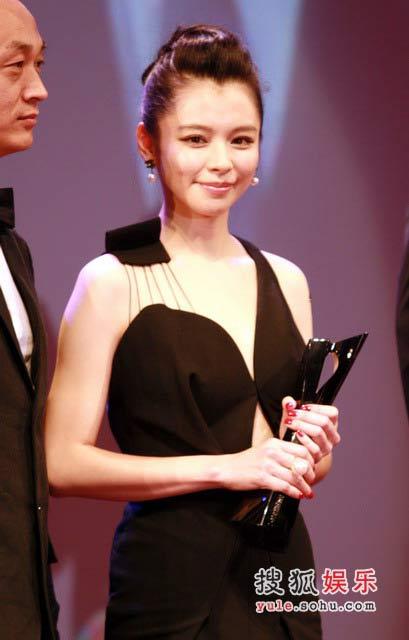 徐若瑄在时尚先生盛典上获奖