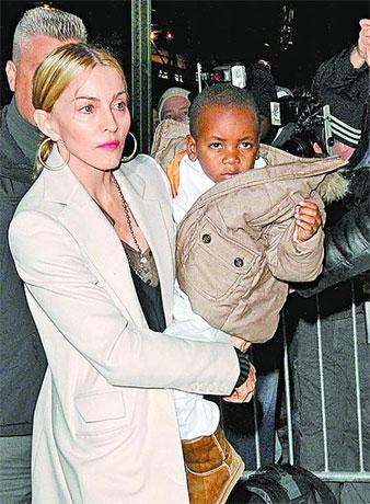 麦当娜将带着养子戴维等儿女和前夫一起过圣诞节