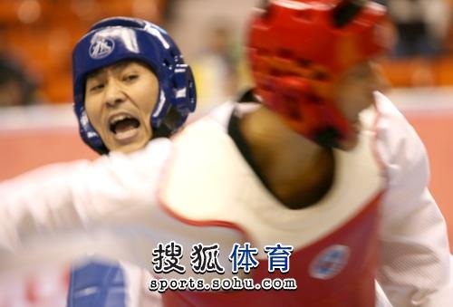 图文:冠军赛陈中老公满脸严肃 老将李振在比赛
