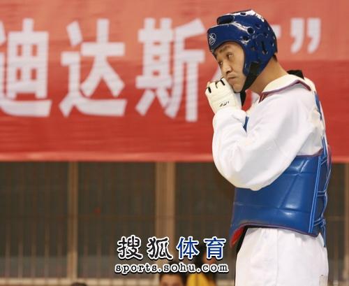 图文:冠军赛陈中老公满脸严肃 陈中陪练李振