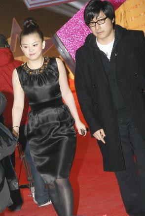 李湘王岳伦不惧绯闻同走红毯