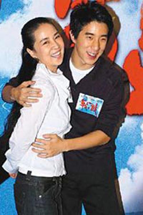 林凤娇多年来绝迹娱乐圈,如今却为儿子复出,跨刀写歌词。