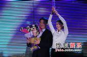 2008南方盛典颁奖现场--获奖者孙霏霏与卓五