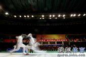 图文:击剑全锦赛男重团体决赛 选手场上激战