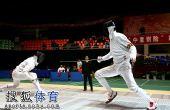 图文:击剑全锦赛男重团体决赛 选手蓄势待发