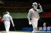 图文:全锦赛男佩团体决赛 回撤准备下一回合