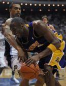 图文:[NBA]湖人VS魔术 科比猛兽出笼