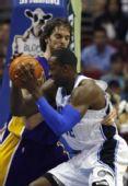 图文:[NBA]湖人VS魔术 魔兽突破加索尔