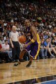 图文:[NBA]湖人VS魔术 科比渴望的眼神