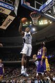 图文:[NBA]湖人VS魔术 霍华德闪耀篮下