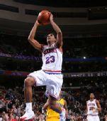 图文:[NBA]步行者负76人 威廉姆斯上篮