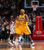 图文:[NBA]步行者负76人 福特怒吼