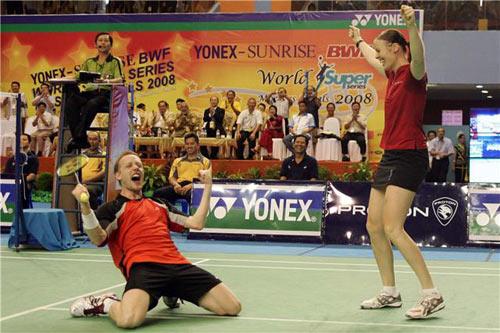 图文:丹麦组合夺混双冠军 两人夺冠兴奋不已