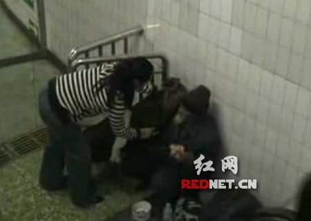 广西乞丐歌手图片