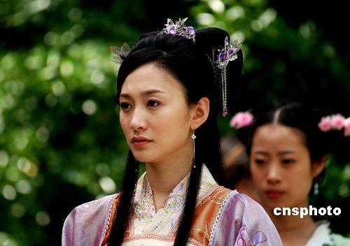 从《夜幕下的哈尔滨》到《凤穿牡丹》,李小冉刻画的人物角色赚取了不