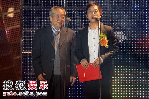 图:2008金话筒颁奖现场 铁城、王为父子开奖