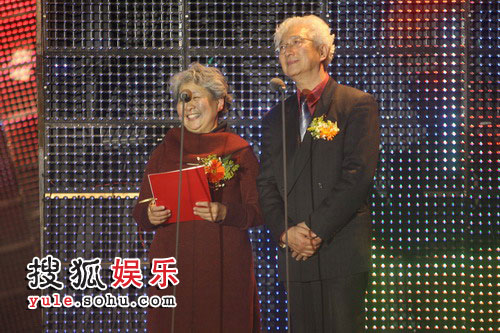 图:2008金话筒颁奖礼现场 陈铎现场演绎《话说长江》