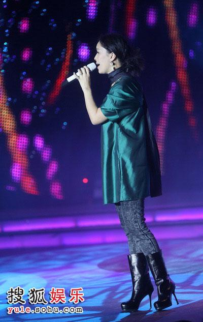 图:2008金话筒奖 那英激情献唱