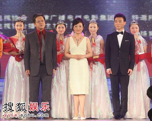 图:2008金话筒奖 康辉等人获奖