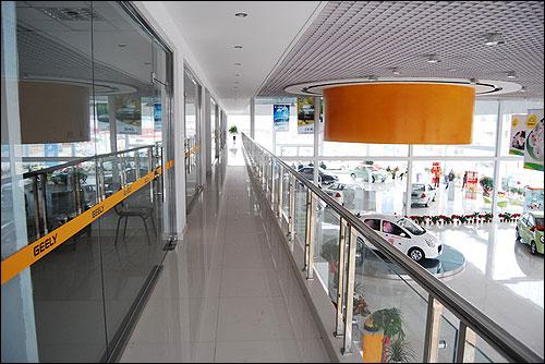 图三 4S店二楼