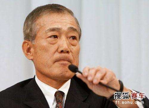 北京时间12月5日上午,本田公司在日本东京召开新闻发布会,公司CEO福井威夫(Takeo Fukui)表示,由于目前困难的经济情况,公司正式宣布将退出F1,但明年的日本站还将在铃鹿赛道如期举行。