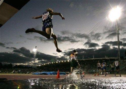 图:美联社08年度十佳图片障碍赛场奋勇向前-搜
