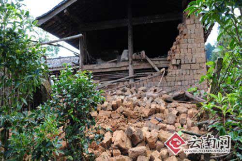 坍塌的土墙 思治明摄影