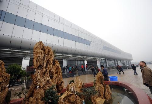 12月27日,重庆龙头寺长途汽车站一角.当天,重庆最大长途汽高清图片