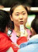 图文:天津女排1-3负上海 张娜接受采访