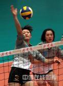 图文:天津女排1-3负上海 李萃荟扣球