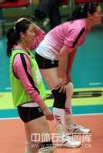 图文:天津女排1-3负上海 老将张娜回归