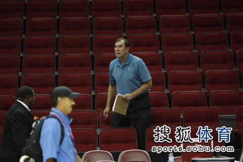 图文:[NBA]火箭战爵士赛前训练 火箭旧帅汤帅
