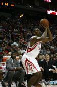 图文:[NBA]火箭VS爵士 阿泰外线远投