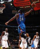 图文:[NBA]奇才胜雷霆 威尔考克斯暴扣