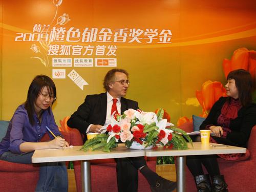 荷兰高等教育国际交流协会中国办公室(Neso China)首席代表方复礼(Mr Jacques van Vliet)先生与教育官员胡芸小姐做客搜狐出国频道