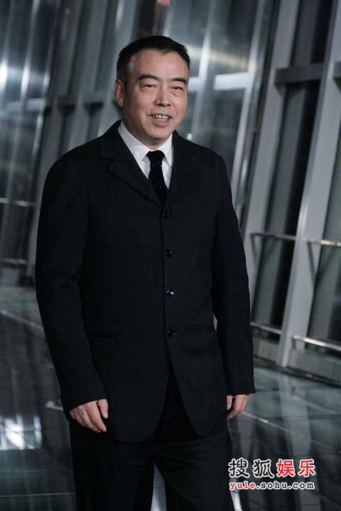 陈凯歌当导演是本行,但模特就是菜鸟级的