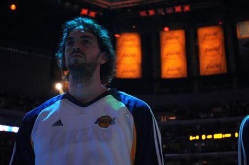图文:[NBA]湖人VS勇士 加索尔志在必得