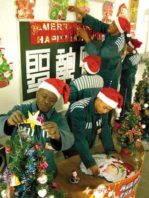 东莞监狱的外籍罪犯准备过圣诞节