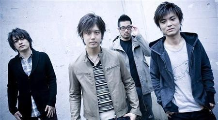 三浦祐太朗(左二)