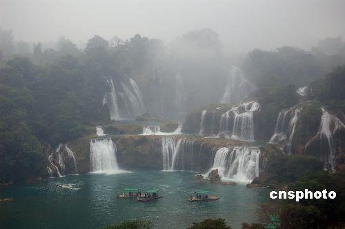 亚洲第一大跨国瀑布冬雾中别有情趣(图)服情趣h文汉图片