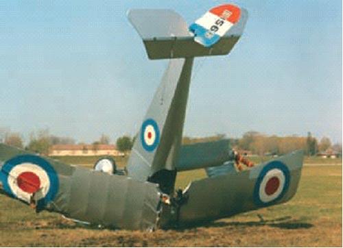 """1989年""""Billy""""主教的复制品纽波特17坠毁在不列颠哥伦比亚省阿伯兹福德,证明早期的战斗机确实很脆弱。"""
