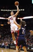图文:[NBA]骑士负热火 比斯利空中飞人