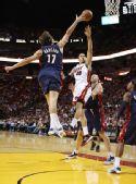 图文:[NBA]骑士负热火 瓦莱乔封盖