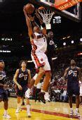 图文:[NBA]骑士负热火 马里昂灌篮