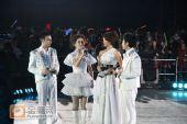 组图:跨年演唱会―四大主持白色礼服惊艳亮相